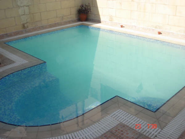 pool with round edge