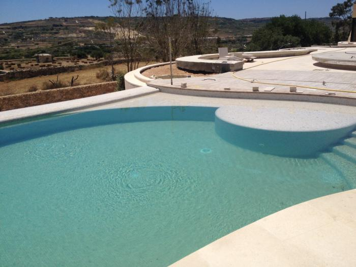 rounded pool with steps