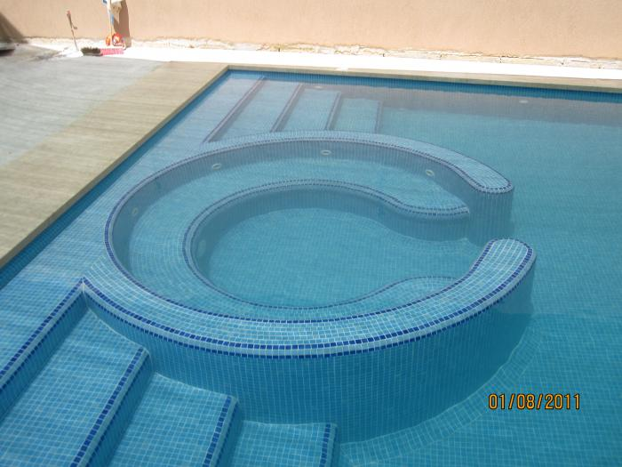 pool with round area